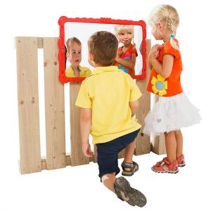 Image distorting mirror